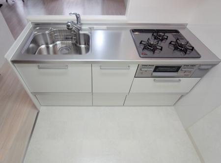 kitchen_100903_ro (5).jpg